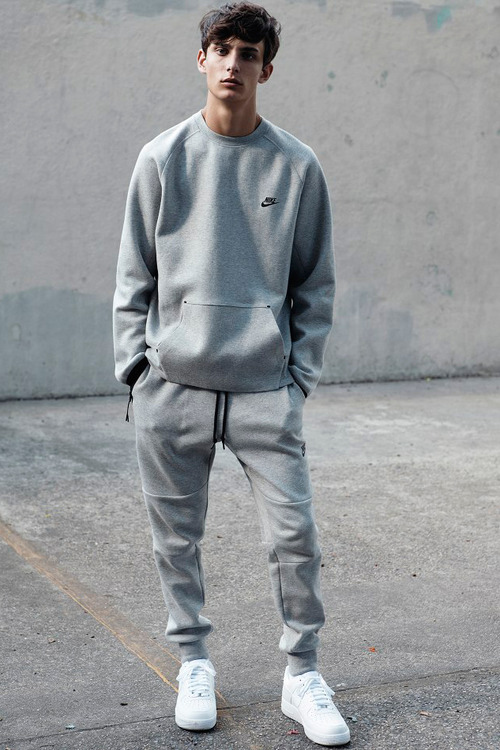 Nike monochromatic matching gym outfit