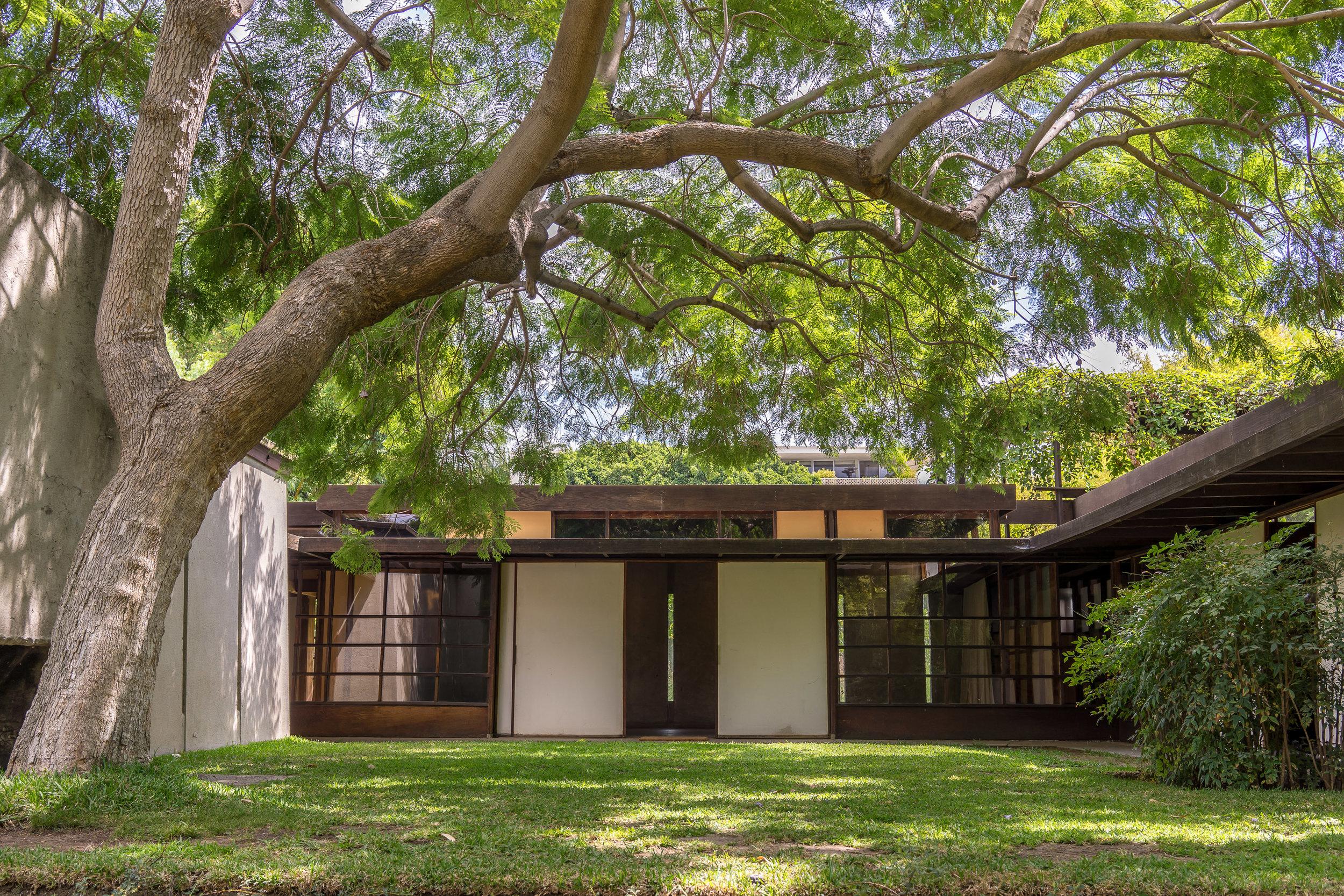 MYBELONGING-SCHINDLER-HOUSE-CASE-STUDY-LOS-ANGELES-ARCHITECTURE-PHOTOGRAPHY-10.jpg