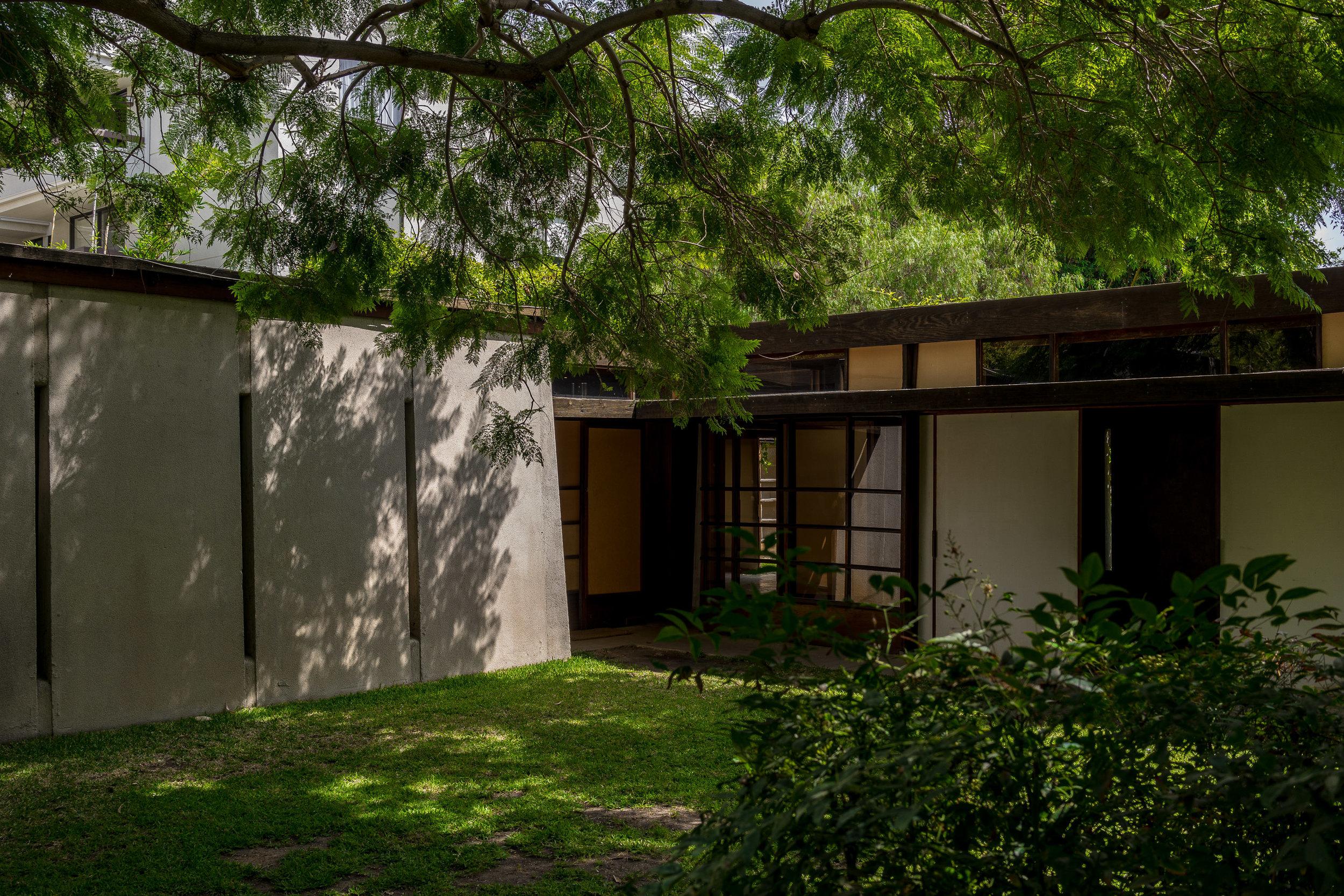 MYBELONGING-SCHINDLER-HOUSE-CASE-STUDY-LOS-ANGELES-ARCHITECTURE-PHOTOGRAPHY-12.jpg