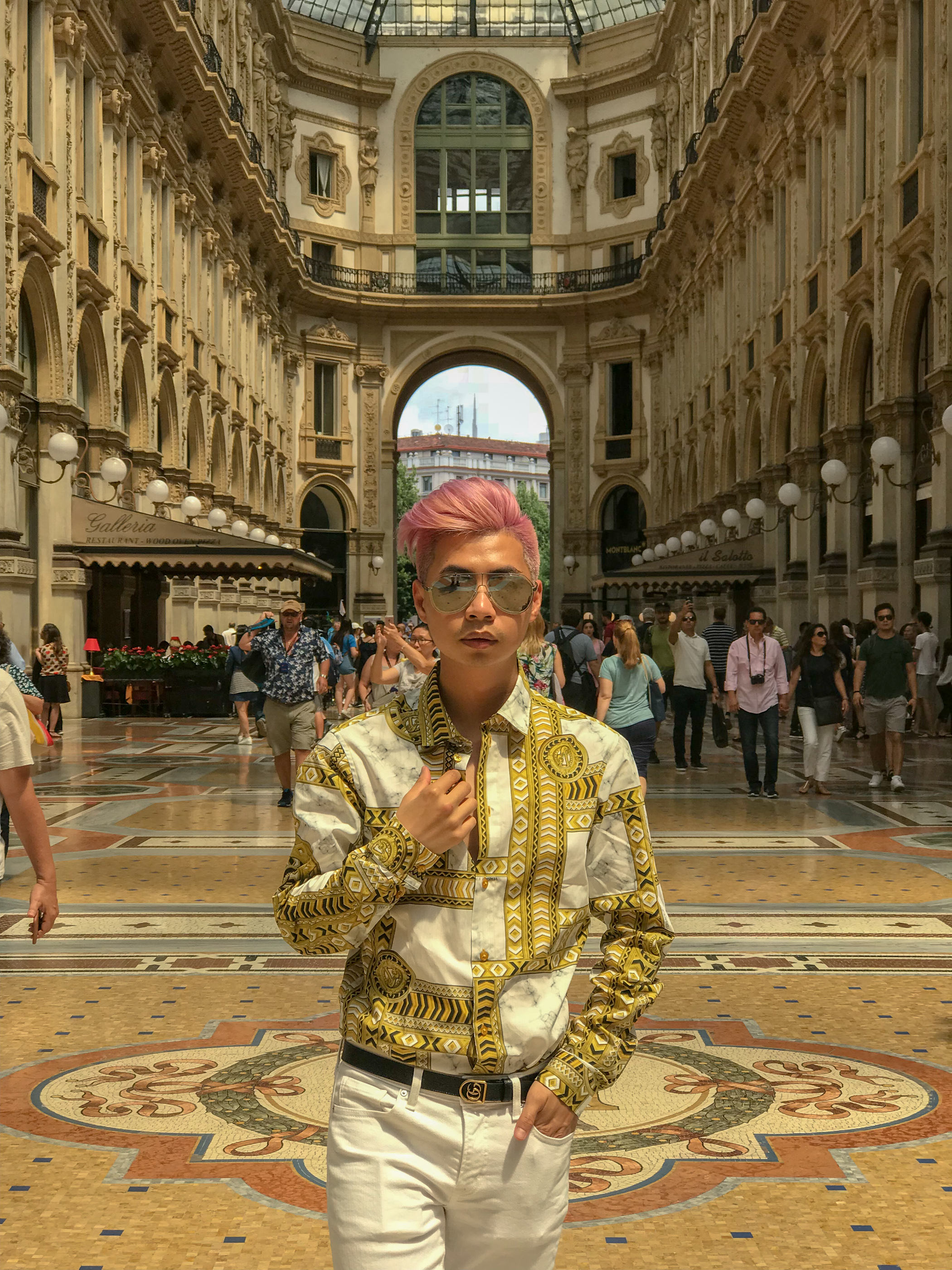 MYBELONGING-TOMMYLEI-TOP-MENS-BLOGGER-INFLUENCER-CREATIVE-AT-THE-DUOMO-MILAN-TRAVEL-PHOTOGRAPHY-VERSACE-GUCCI-PRADA-STREETSTYLE13.jpg