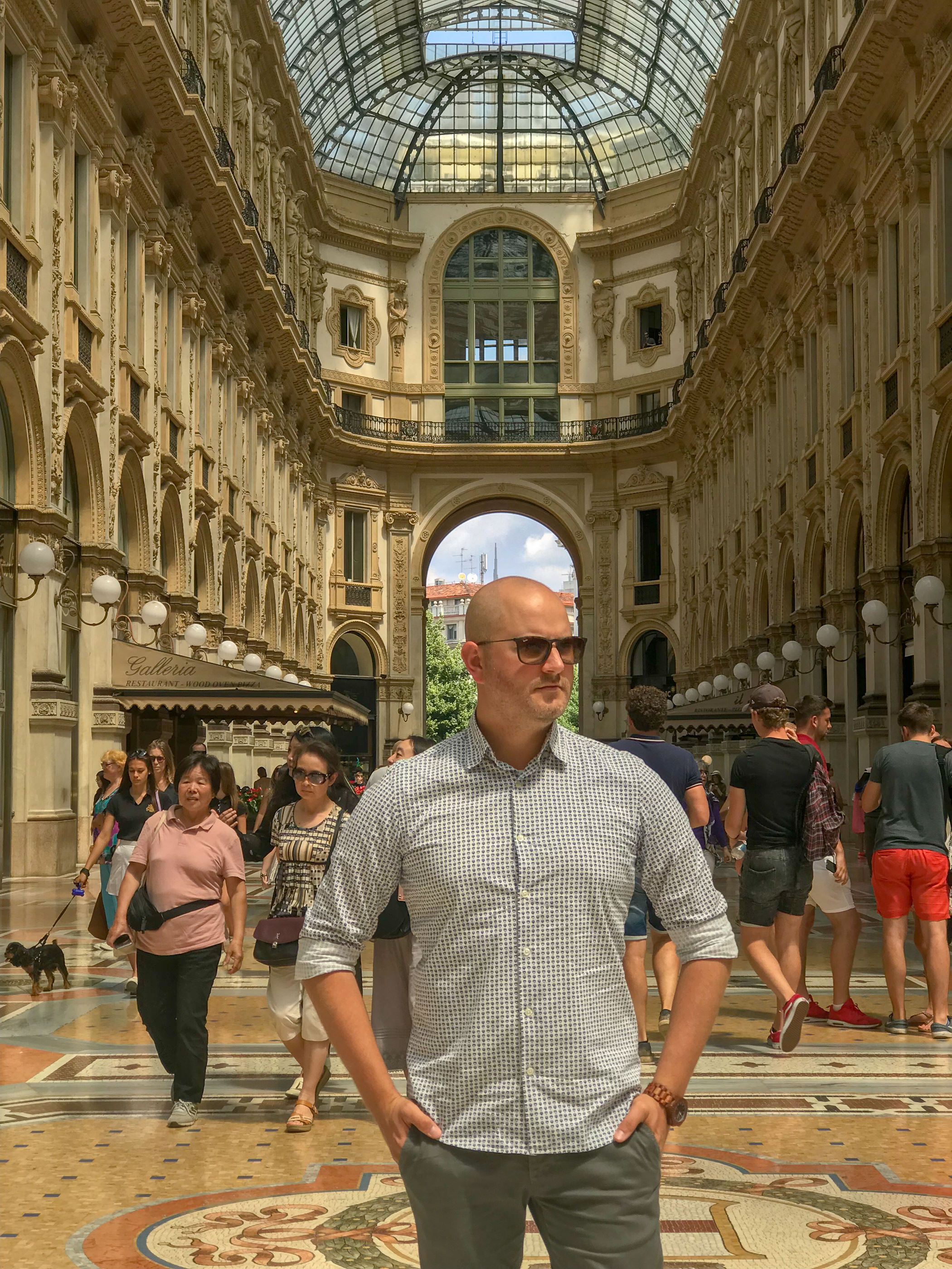 MYBELONGING-TOMMYLEI-TOP-MENS-BLOGGER-INFLUENCER-CREATIVE-AT-THE-DUOMO-MILAN-TRAVEL-PHOTOGRAPHY-VERSACE-GUCCI-PRADA-STREETSTYLE6.jpg