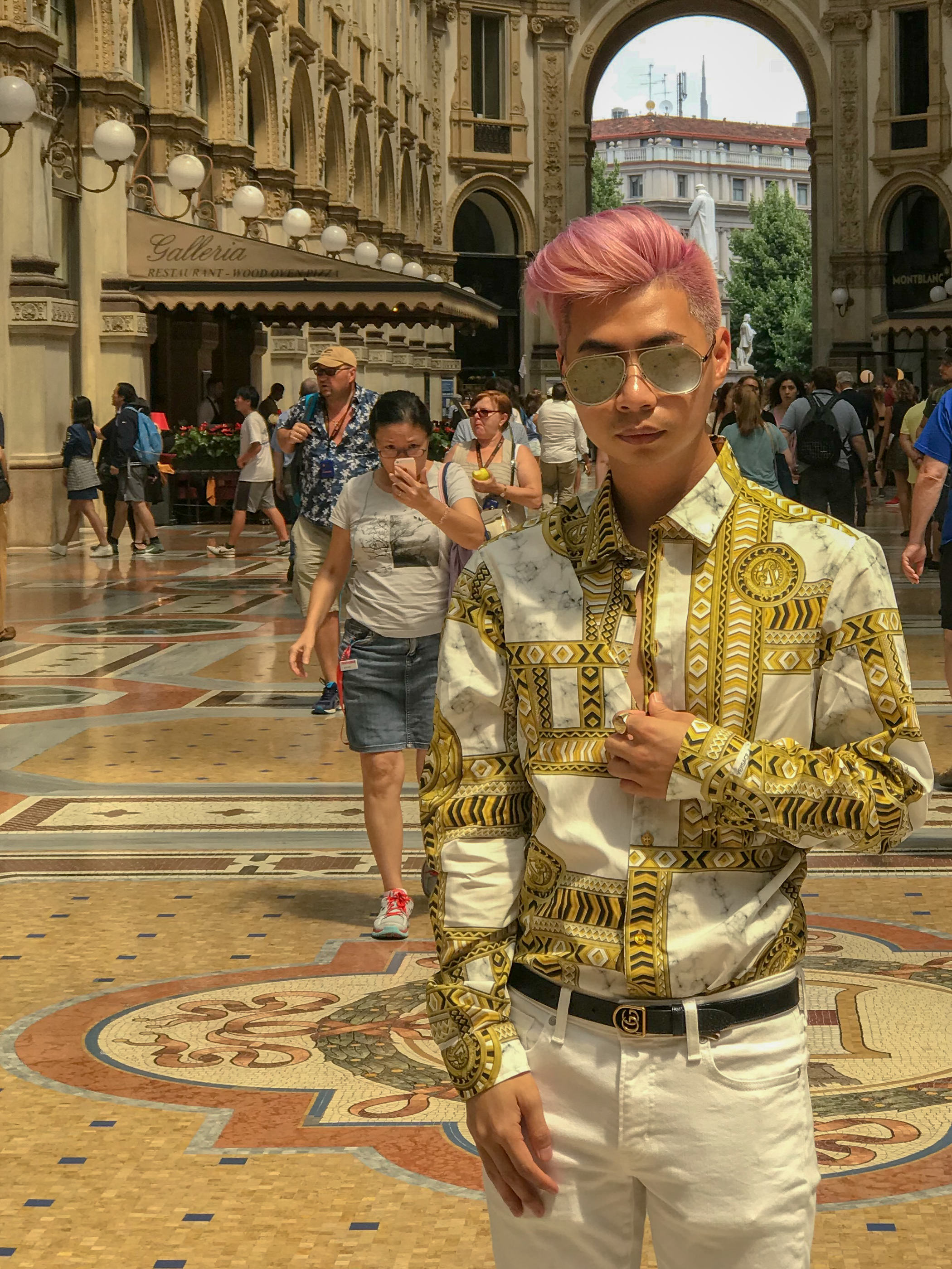 MYBELONGING-TOMMYLEI-TOP-MENS-BLOGGER-INFLUENCER-CREATIVE-AT-THE-DUOMO-MILAN-TRAVEL-PHOTOGRAPHY-VERSACE-GUCCI-PRADA-STREETSTYLE16.jpg