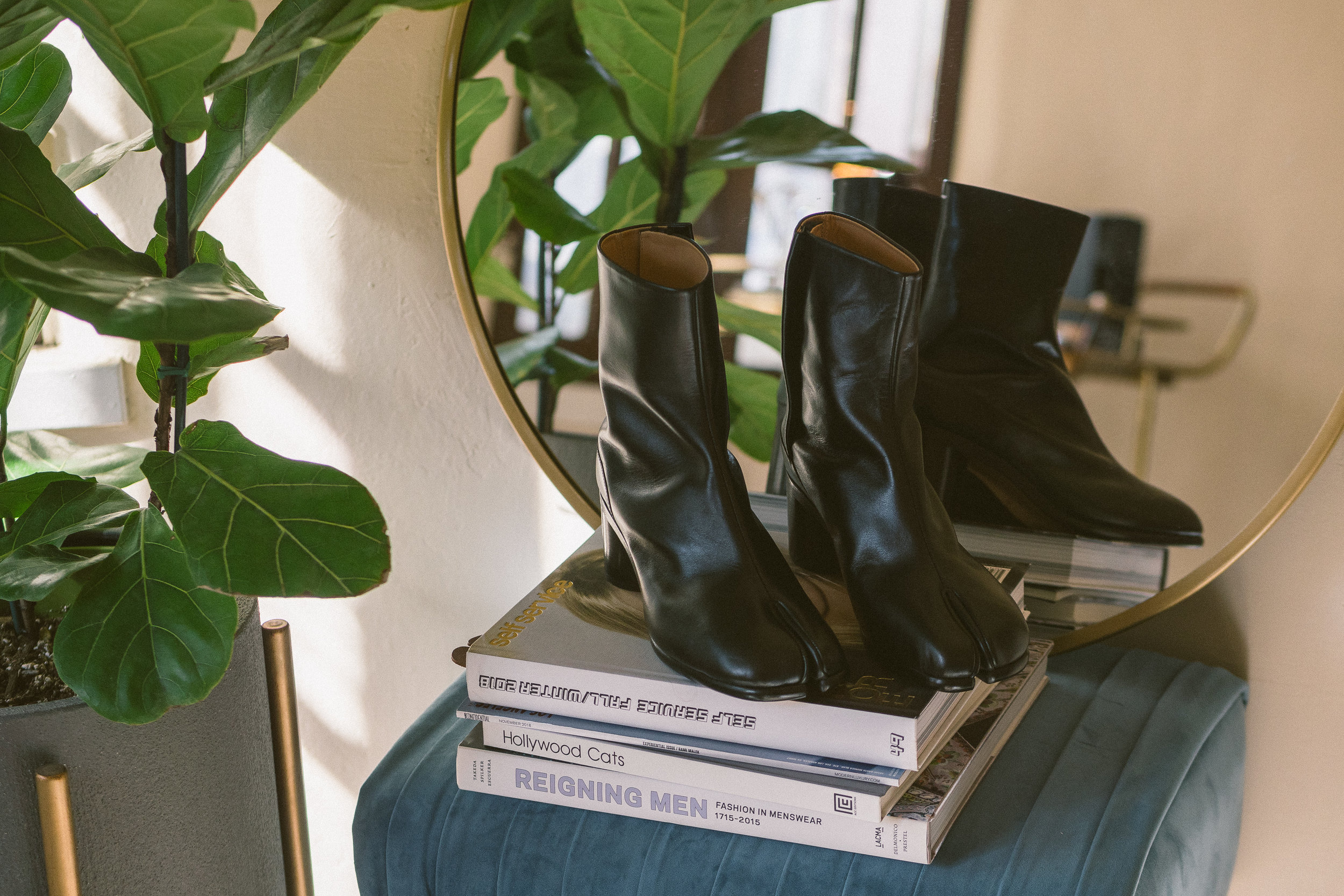 MYBELONGING-MAISON-MARGIELA-TABI-BOOTS-LUXURY-AGENDER-FOOTWEAR-MENS-WOMENS-HIGH-FASHION4.jpg