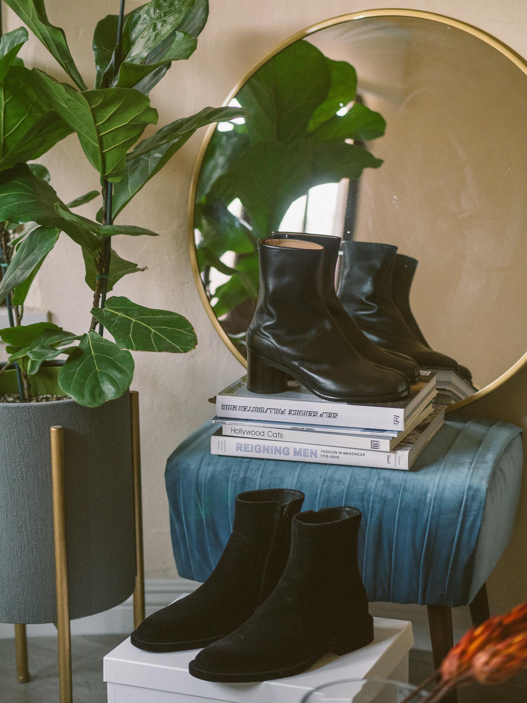 MYBELONGING-MAISON-MARGIELA-TABI-BOOTS-LUXURY-AGENDER-FOOTWEAR-MENS-WOMENS-HIGH-FASHION17.jpg