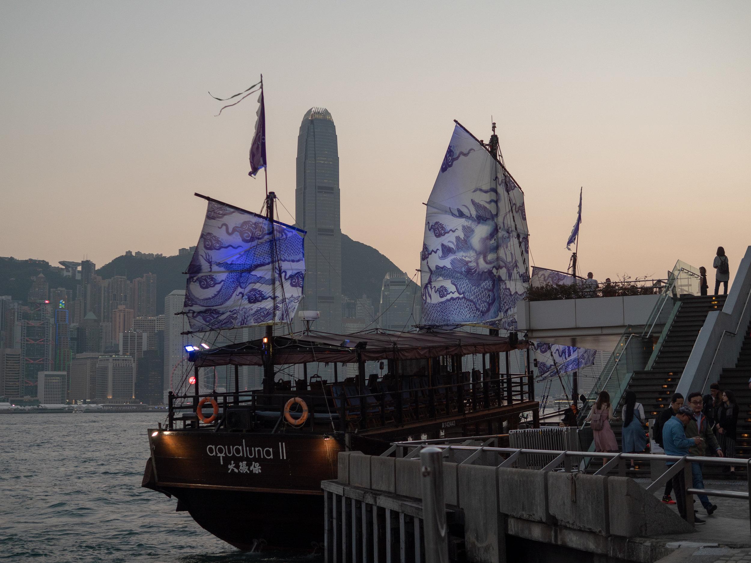 mybelonging-tommylei-the-aqualuna-II-experience-tsim-sha-tsui-promenade-harbor-hong-kong-travel-photography3.jpg