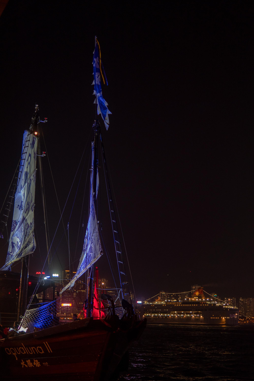 aqualuna-ii-junk-boat-hong-kong.jpg