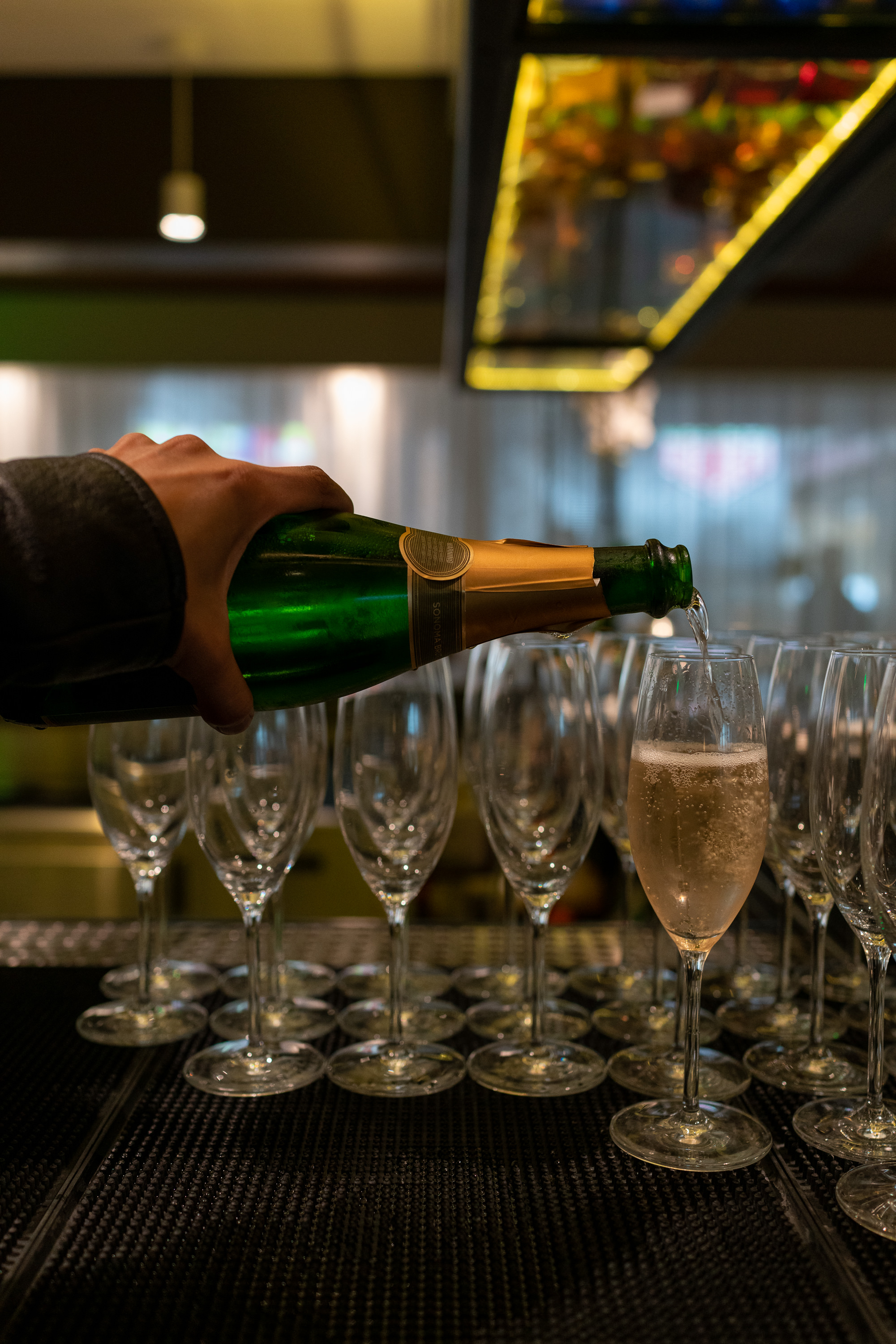 Pre-flight champagne is a must-have on the itinerary before one departs for Helsinki. Take advantage of Finnair's partnership with OneWorld and enjoy some fantastic amenities, from hot plates to a relaxing shower, before boarding.