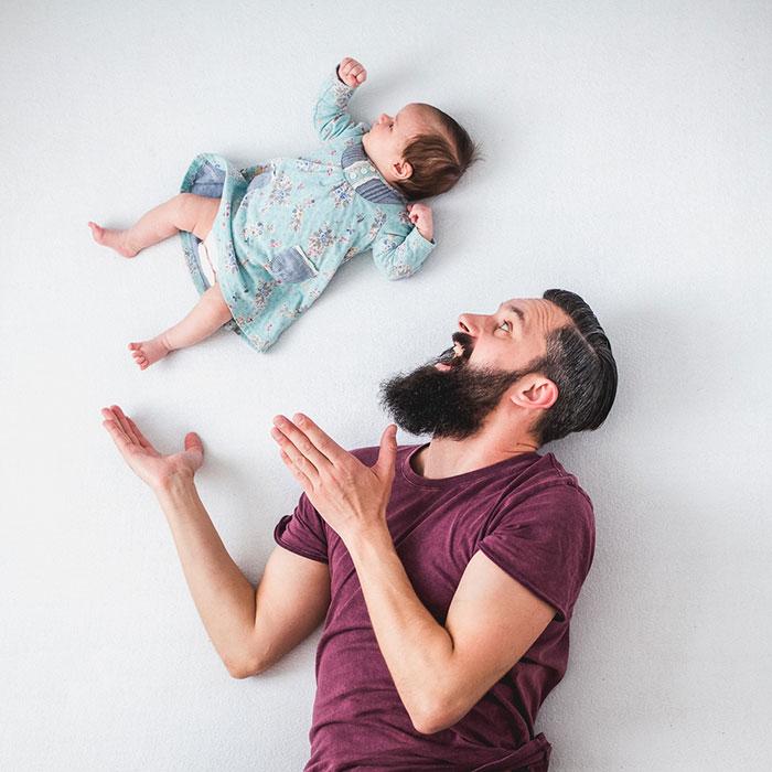 dad-baby-girl-playful-photography-ania-waluda-michal-zawer-22.jpg