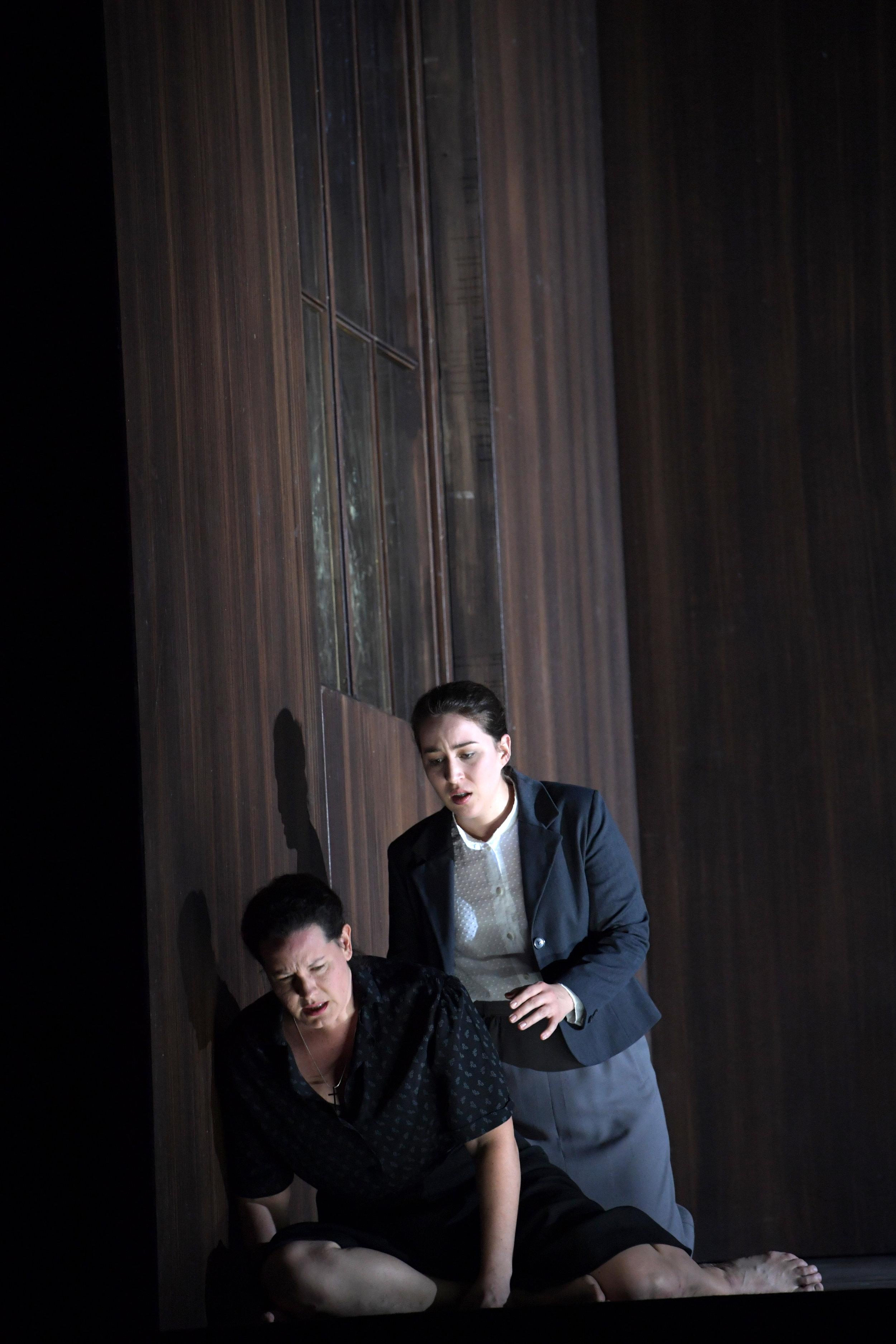 Norma an der Oper Frankfurt. Foto © Barbara Aumüller