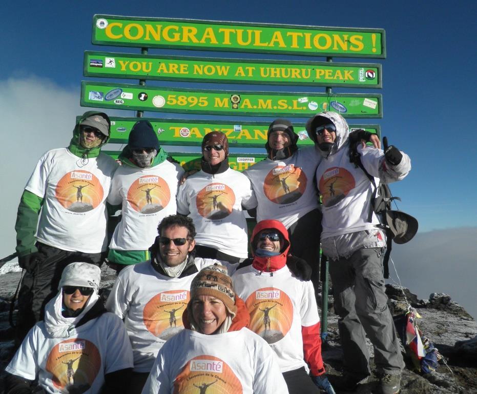 Trekkeurs au sommet du Kilimandjaro