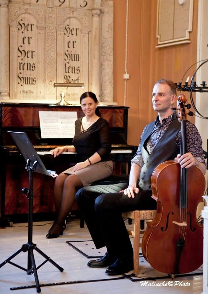 Anton, Olena, ved piano.jpg