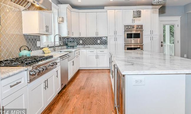 kitchen upscale.JPG