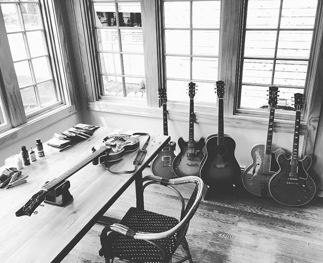 Spring setup. Hofner up next, Gibsons in line.  #gibsonfan #onlyagibsonisgoodenough #kalamazoo #studioaxes #the45factory @gibsonguitar @gibsoncustom