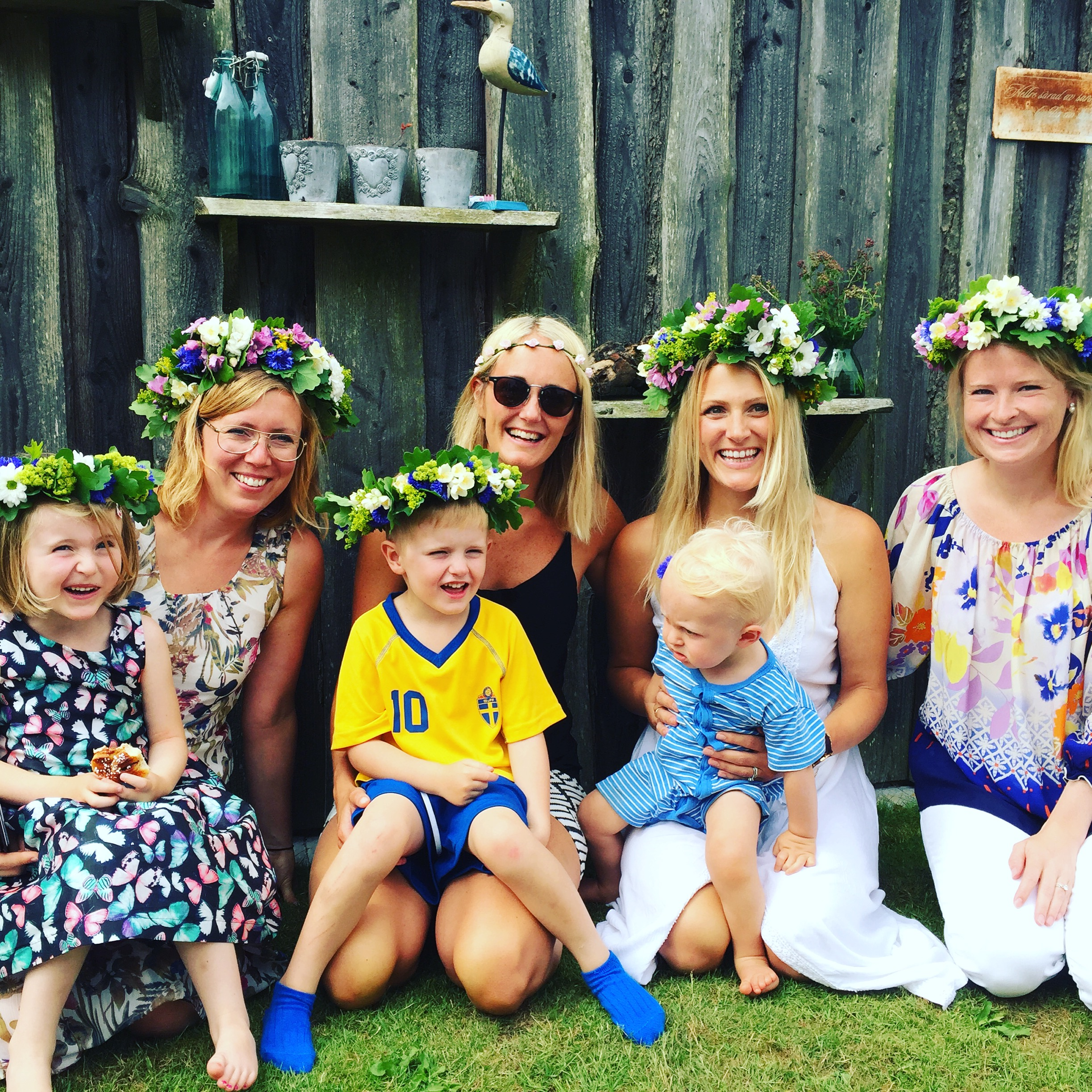 Swedish midsummer with my sisters-in-law and the kiddos (Felix is not a fan of flowercrowns... yet, he'll learn ha!)
