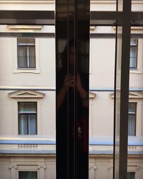 Elevador panorâmico do @kempinskivienna - conhecendo tudo da mais antiga rede de Hotéis de Luxo da Europa pra te contar! . . #kempinskivienna #kempinski #kempinskihotel #cariocasbykempinski #luxuryhotel #luxurytrip #roteirosencantadores #viena #vienna