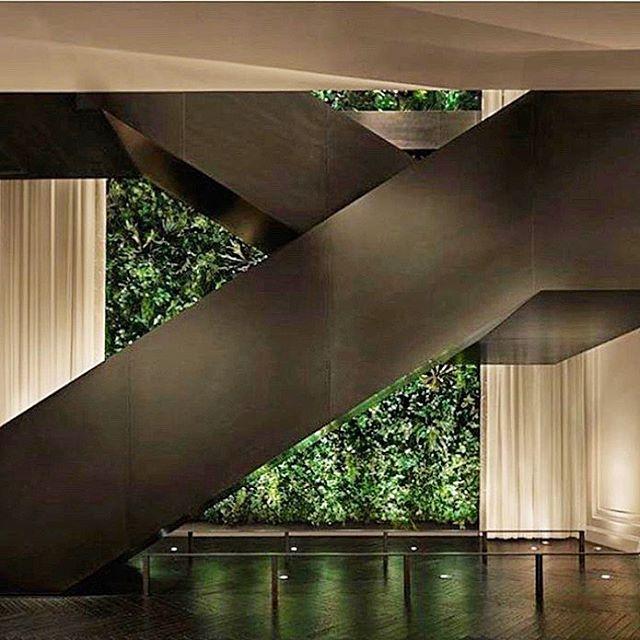 Feeling crazy NYC energy today. 🤔☎️ hello,  #delta wch'all doin?  #msbhowtoluxury  #editionhotel #architecture #interiordesign