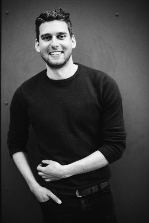 Lukas Flade - Lukas Flade ist der Inhaber und Kreativdirektor der Moritz Bar.Seine Herz schlägt für spannende Getränkekreationen, hausgemachte Barsirups und außergewöhnliche Pop Up Dinners.Kontakt:lukasflade@gmail.com