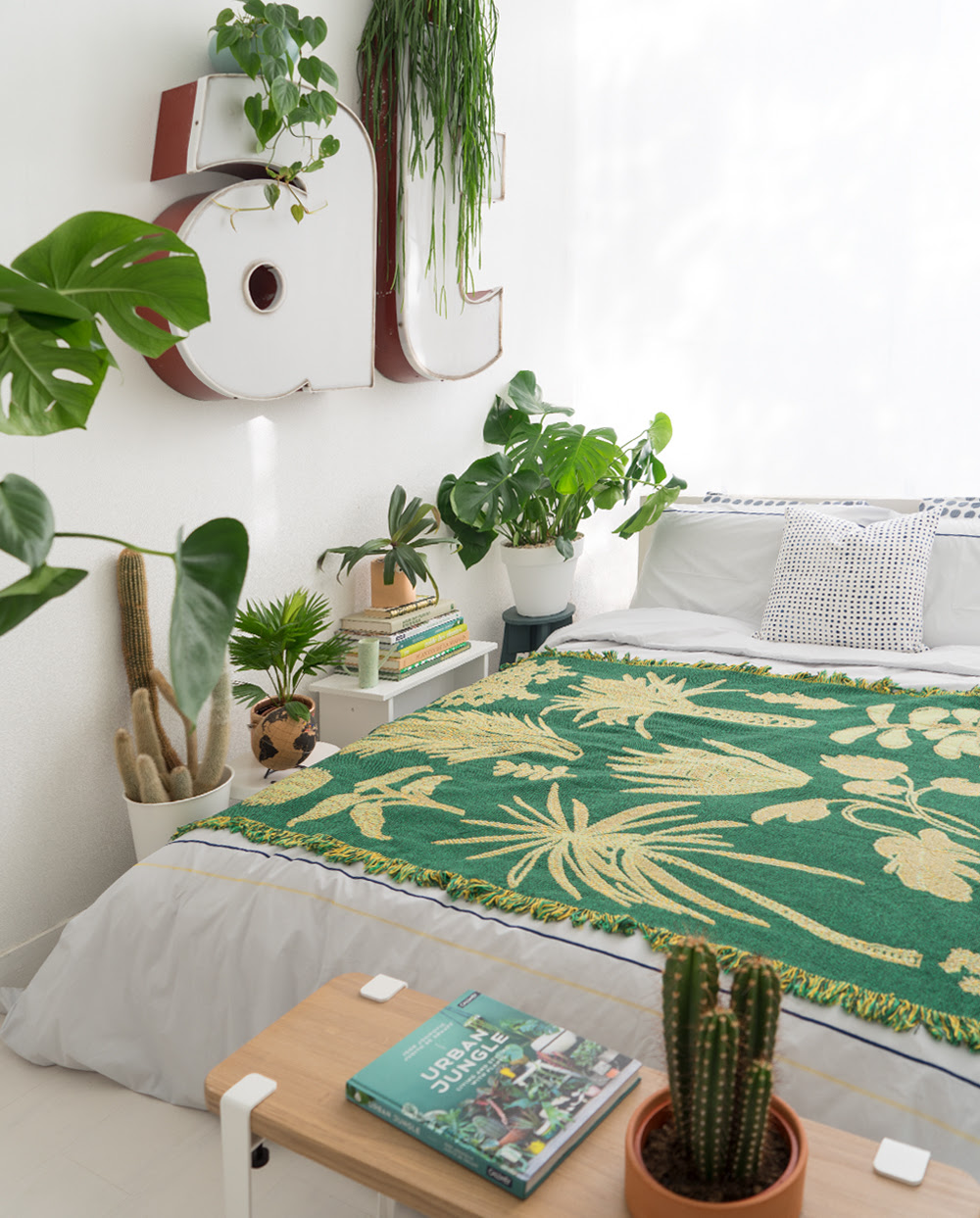 https://www.urbanjunglebloggers.com. Sleeping with plants