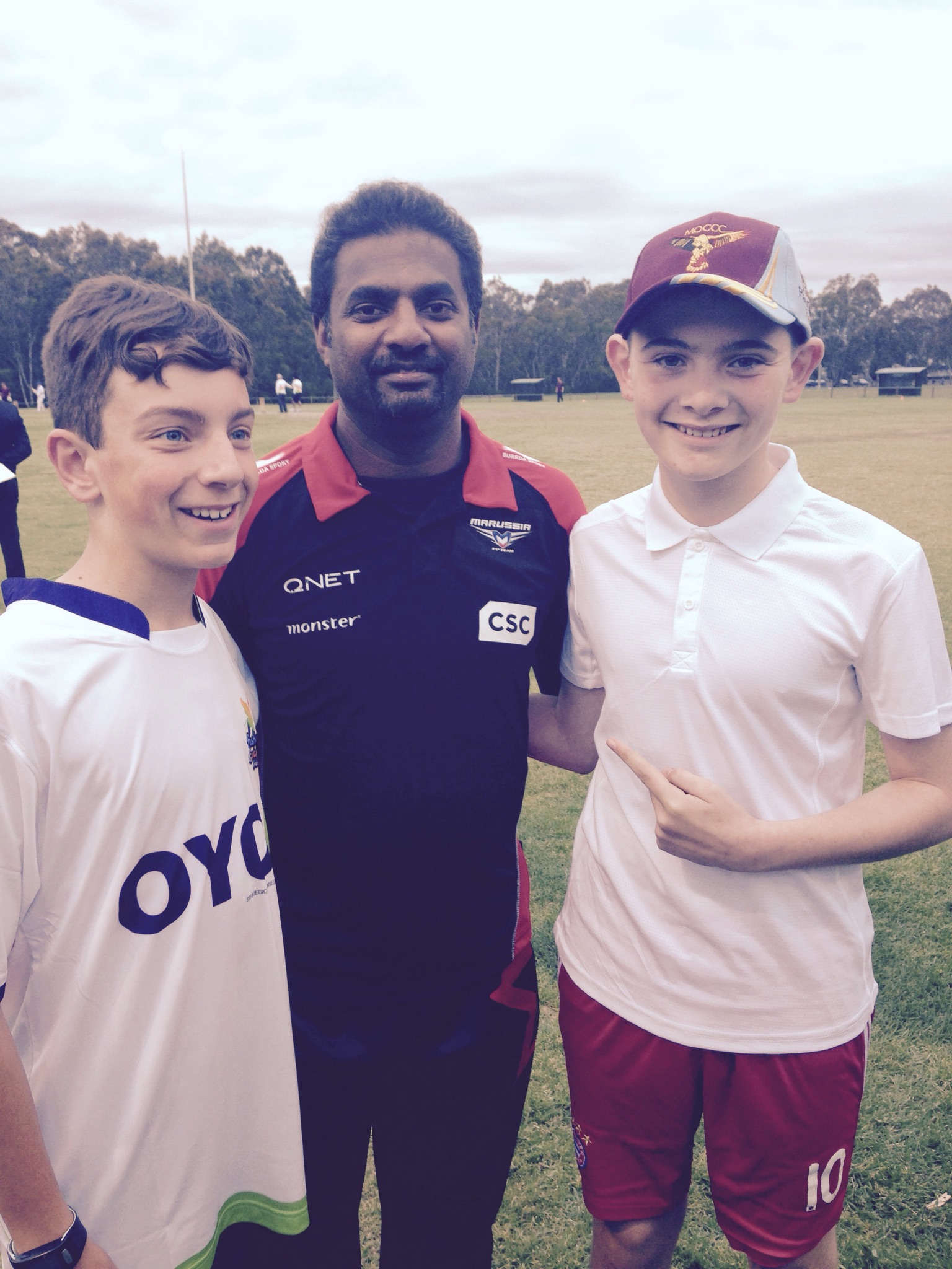 Juniors Daniel Perinetti and Joel Curry with Sri Lankan cricket legend (and world record holder for most test wickets)  Muttiah Muralitharan