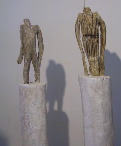 Uomini, Holz patiniert, 170x25x30cm, 2004