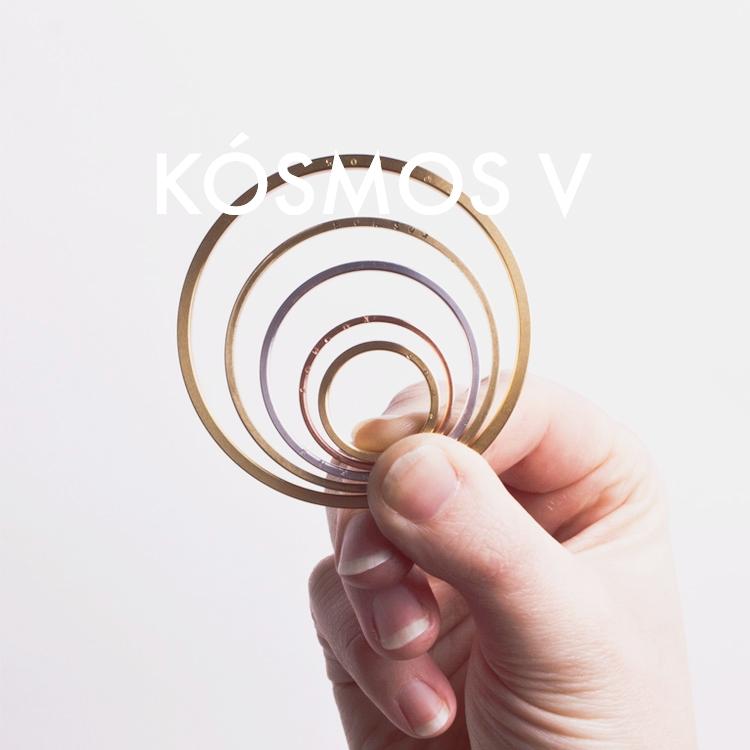 KÓSMOS-V_hand.jpg