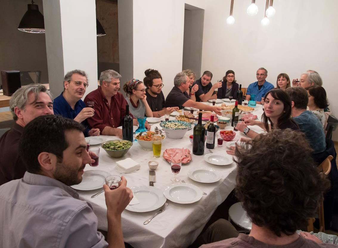 Ultimo giorno - La cena finale, ospiti di Brunella Baldi da Cartavetra, con tutti gli autori e lo staff della galleria Pietro, Luna e Rosita.