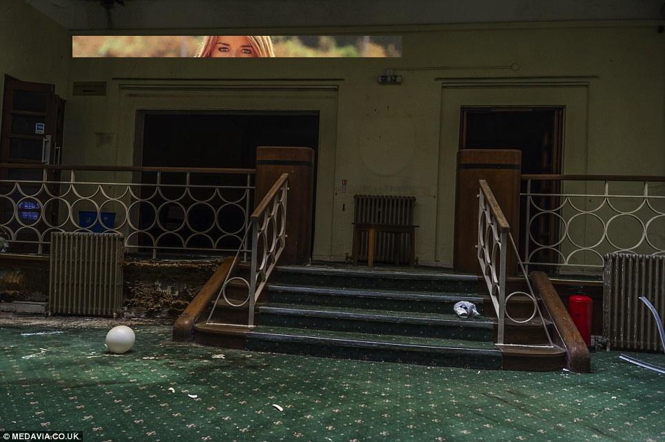 ghostly hotel lobby w eyes.jpg