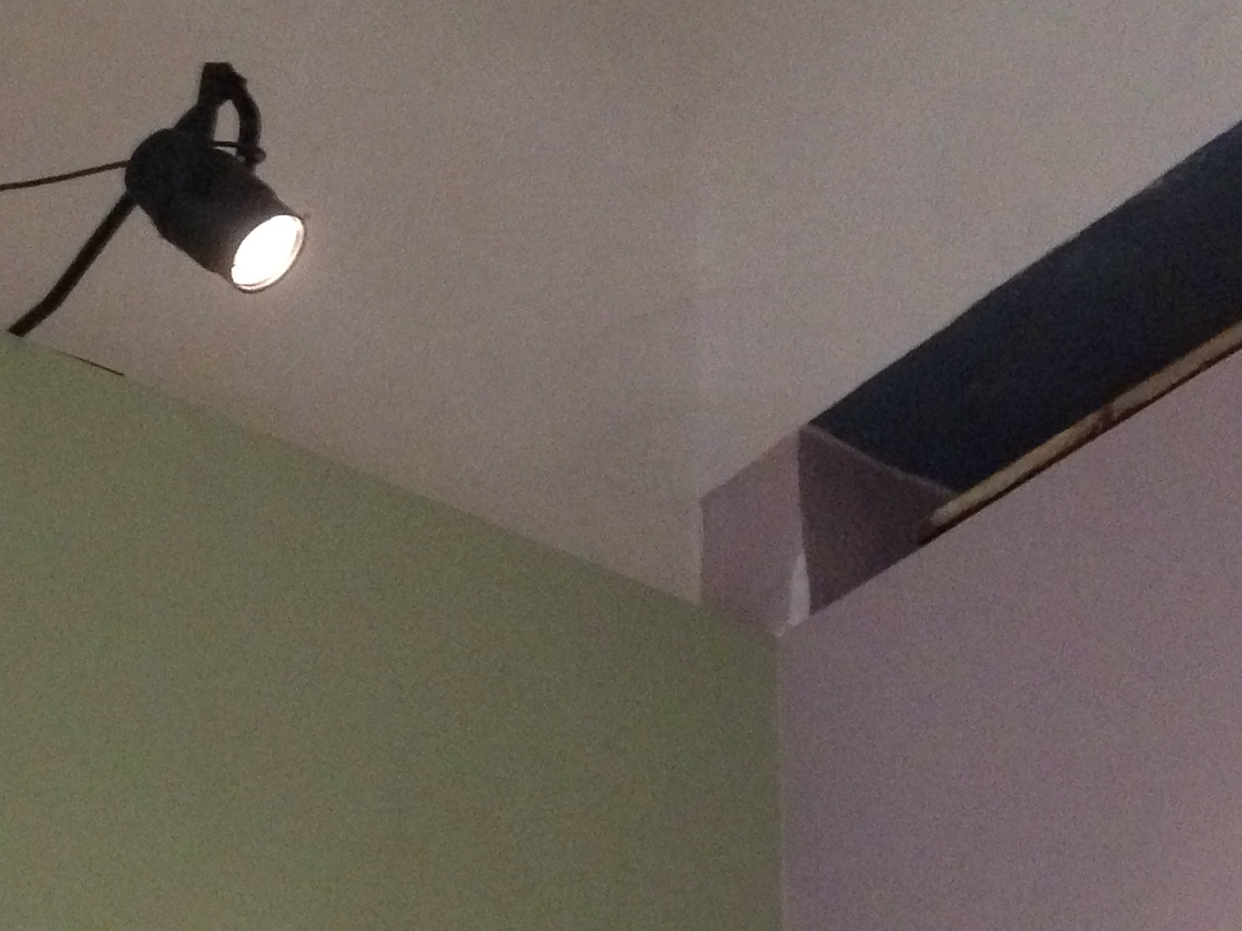 Alcune delle nostre Suite sono illuminate! Con elettricità! Ma tutte le stanze hanno almeno una finestra che dà sul mare.