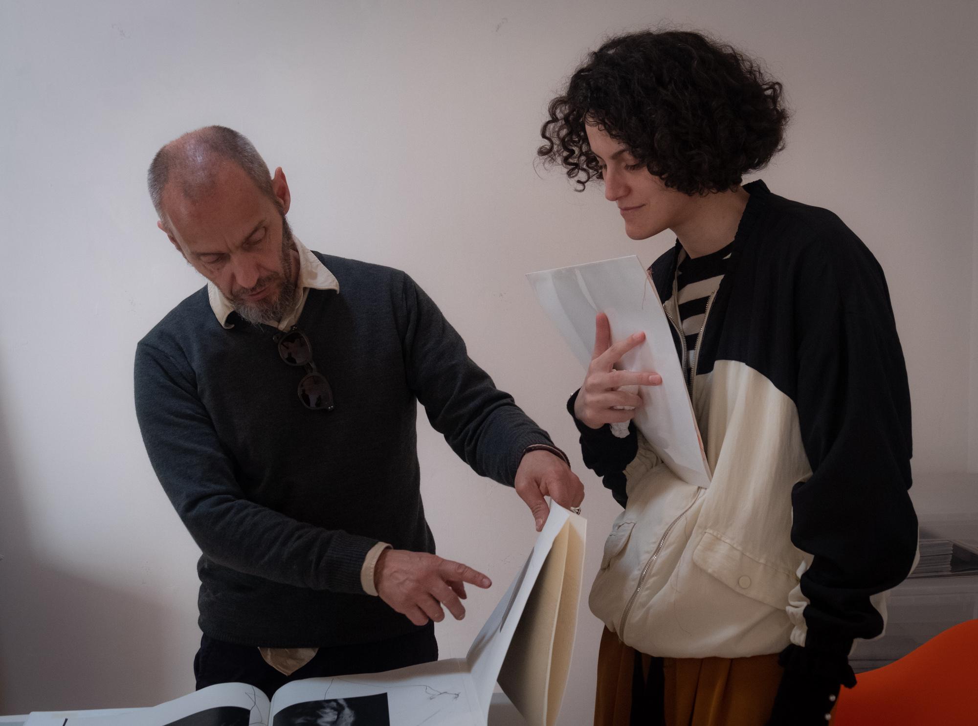 Gli artefici di Origini edizioni, Valentino Barachini e Matilde Vittoria Laricchia, fotografati da Carlo Zei