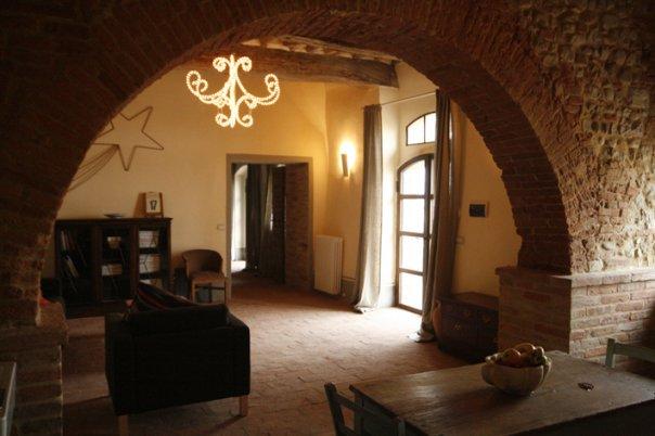 Brick details Siliano Alto EAT.PRAY.MOVE Yoga Retreats | Tuscany, Italy
