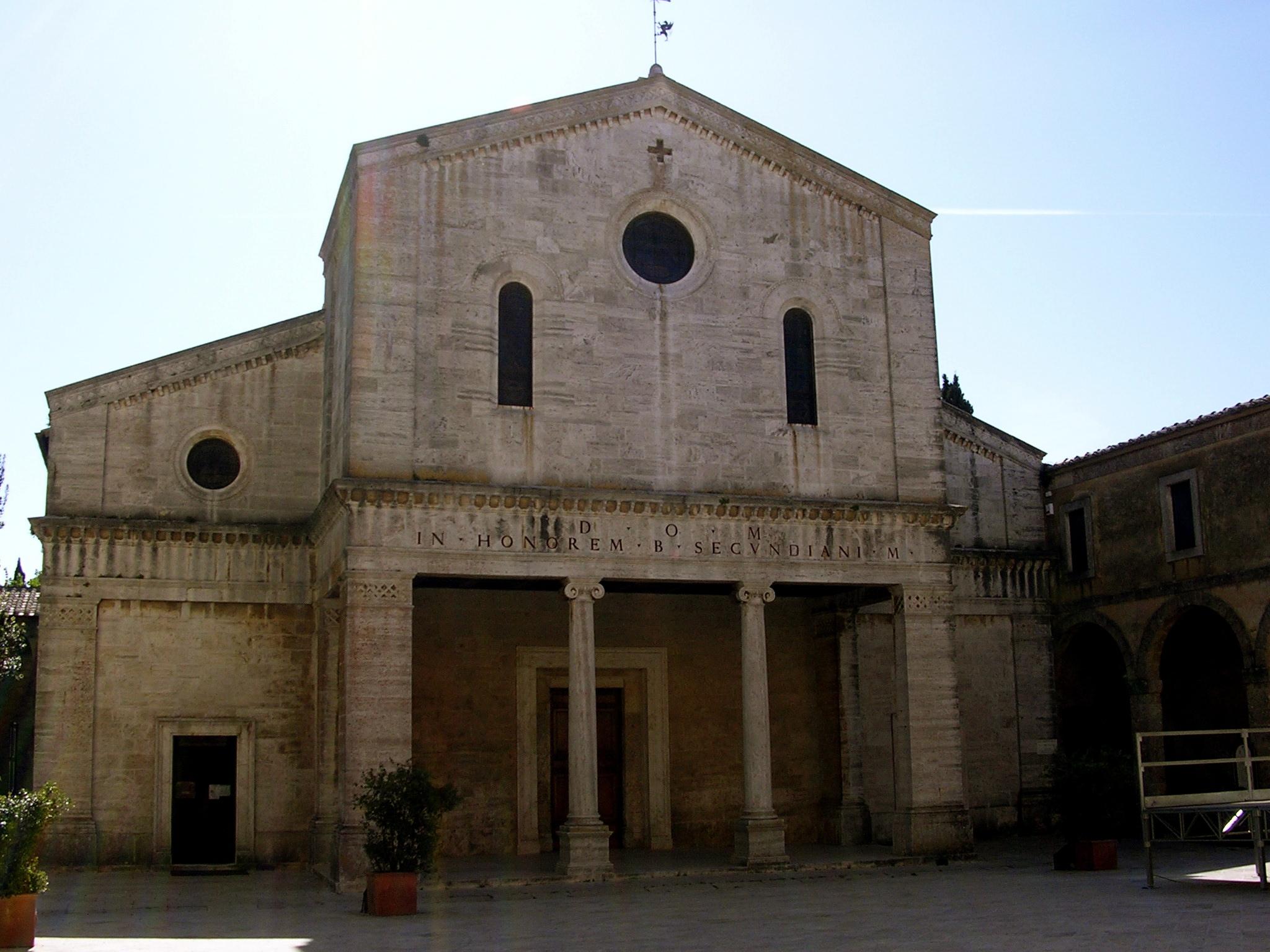 Learn about historic churches EAT.PRAY.MOVE Yoga Retreats | Tuscany, Italy