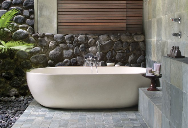 Luxury bathtubs at the hotel | EAT.PRAY.MOVE Yoga | Bali, Indonesia