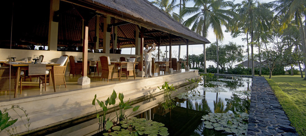 Lunch by a lotus pond | EAT.PRAY.MOVE Yoga | Bali, Indonesia