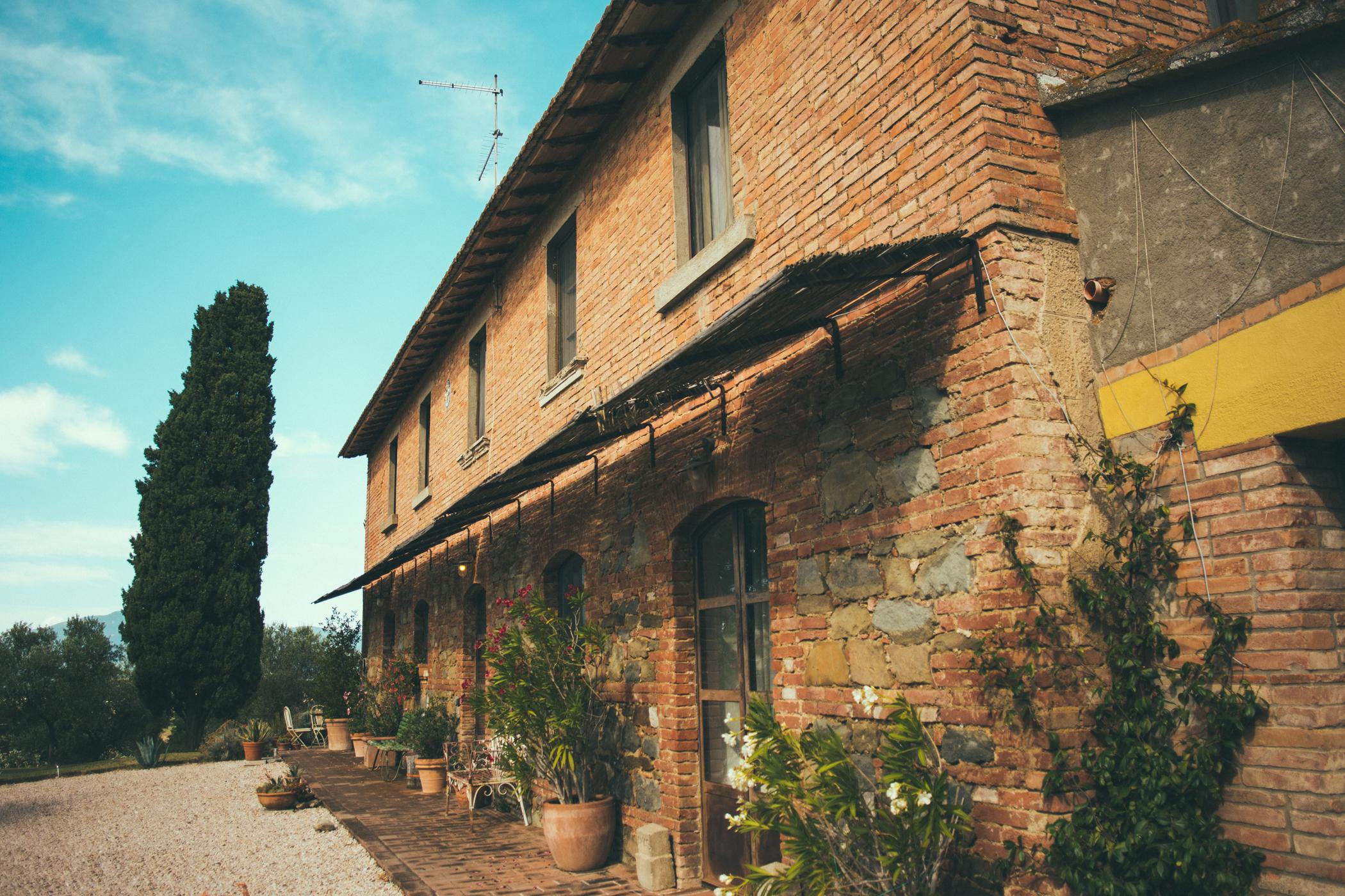 Summer sun on the historic villa Siliano Alto EAT.PRAY.MOVE Yoga Retreats | Tuscany, Italy