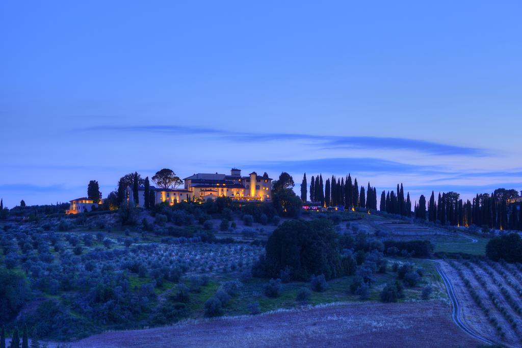 Evening lights Castello del Nero | EAT.PRAY.MOVE Yoga | Chianti, Italy