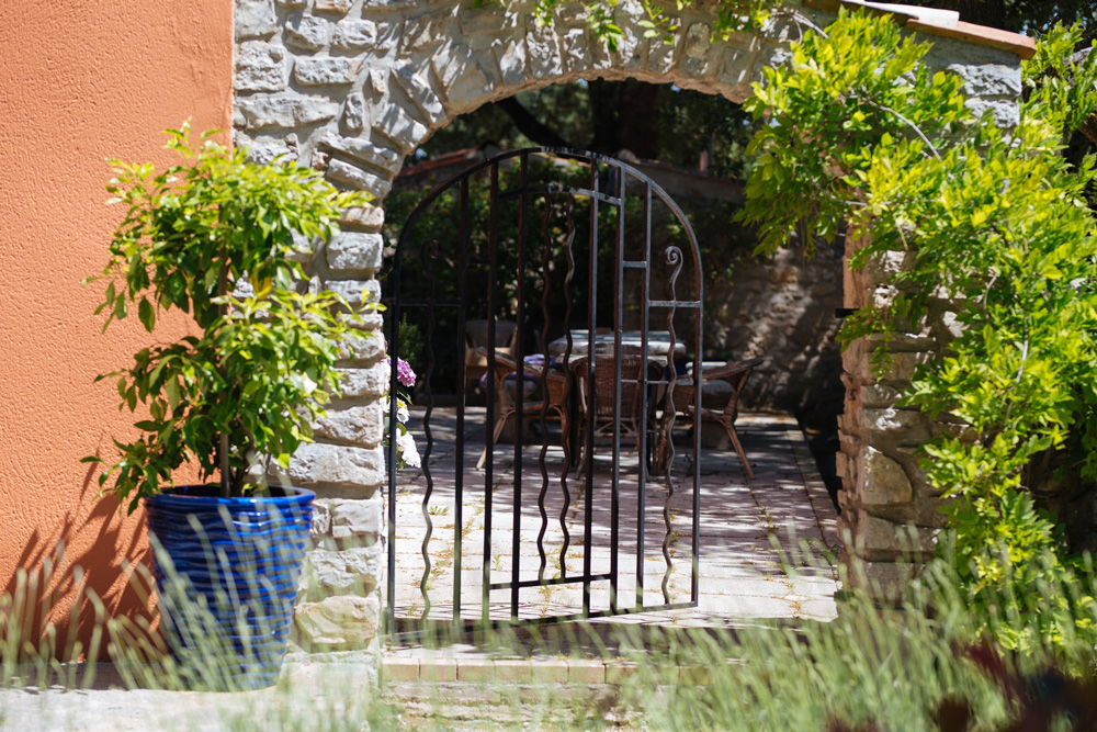 Welcoming entryway to the patio Bastide Avellanne | EAT.PRAY.MOVE Yoga Retreats | Provence, France