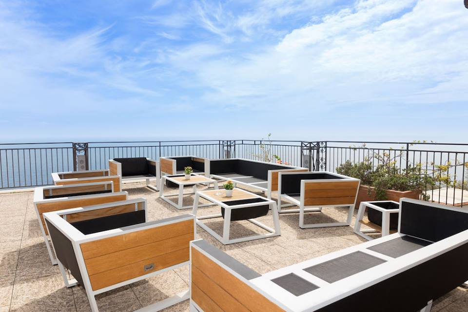 Open air lounge Hotel Margherita EAT.PRAY.MOVE Yoga Retreats | Amalfi Coast, Italy