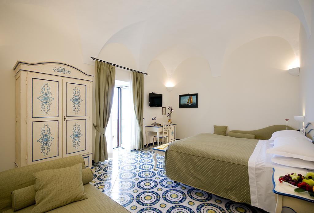 Waking up to light Hotel Margherita EAT.PRAY.MOVE Yoga Retreats | Amalfi Coast, Italy