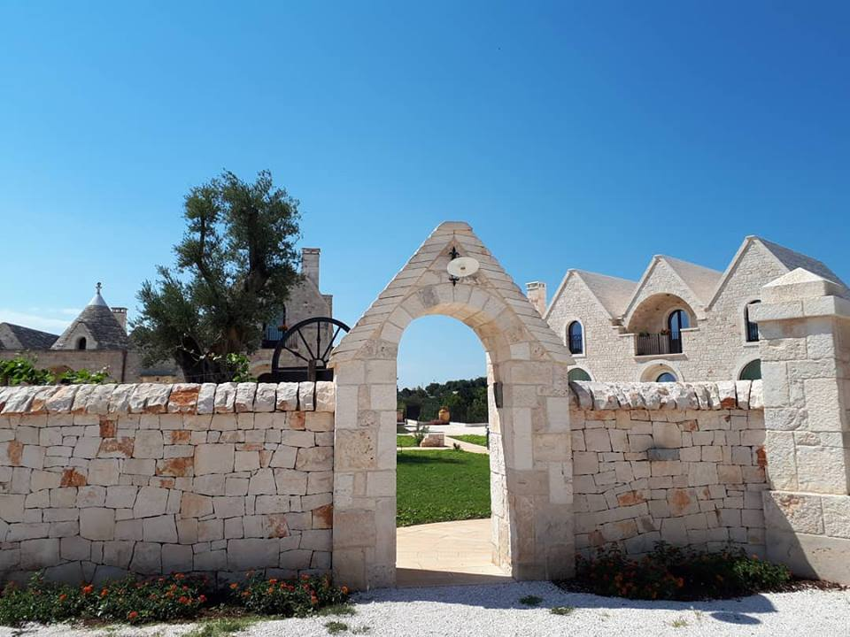 Stone walls surround Ottolire | EAT.PRAY.MOVE Yoga Retreats | Puglia, Italy