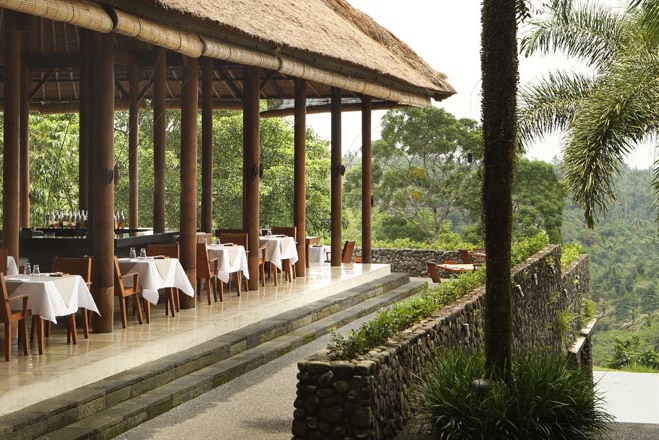 Outdoor dining at Alila Ubud | EAT.PRAY.MOVE Yoga | Bali, Indonesia