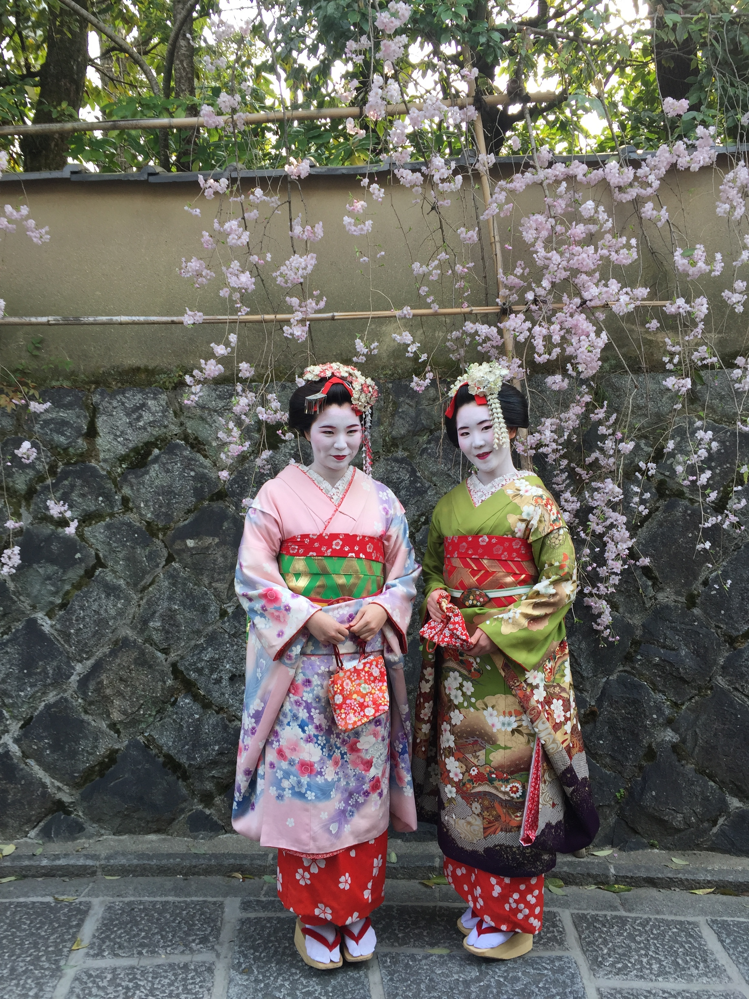 Geisha in the streets of Gion  | EAT.PRAY.MOVE Yoga | Kyoto, Japan