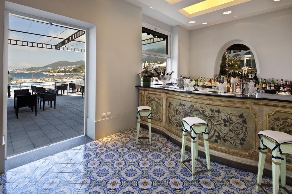 The bar at Regina Isabella | EAT.PRAY.MOVE Yoga Retreats | Ischia, Italy