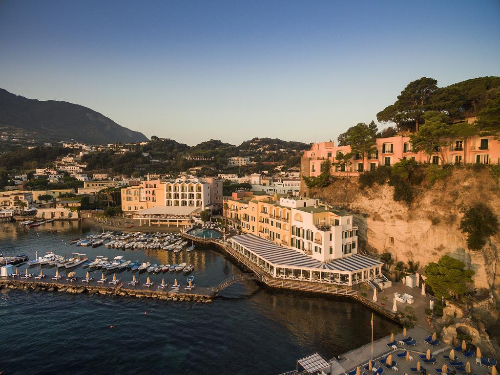 Regina Isabella, set in the rocky cliffs of Ischia | EAT.PRAY.MOVE Yoga Retreats | Ischia, Italy