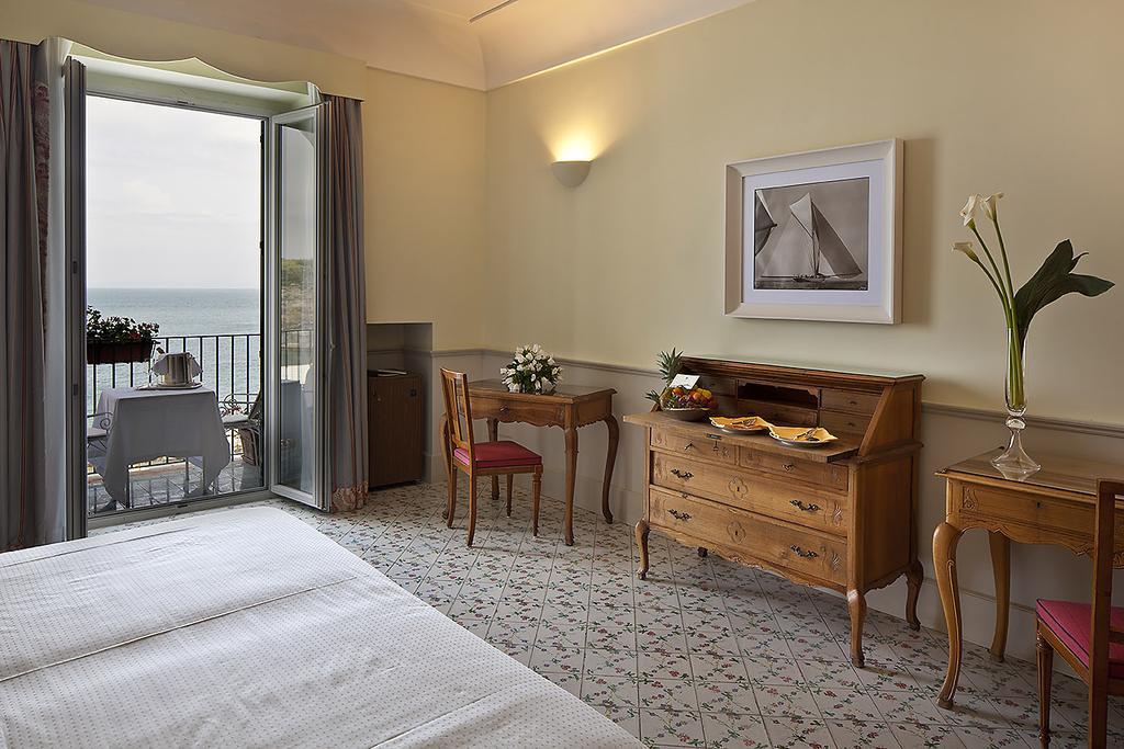 Spacious hotel room | EAT.PRAY.MOVE Yoga Retreats | Ischia, Italy