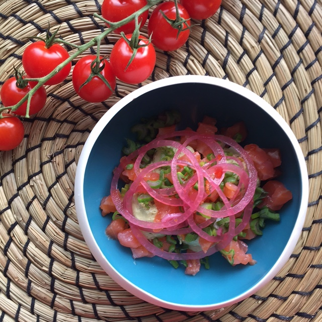Hibiscus Dinners finger food: Avocado cream, pickled onions, smoked salmon and habanero chili