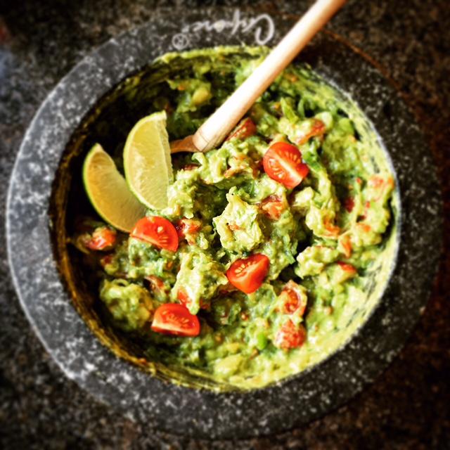 Hibiscus Dinners fingermat: hjemmelaget guacamole laget i et mørtel (molcajete), tradisjonnell Meksikanske måte