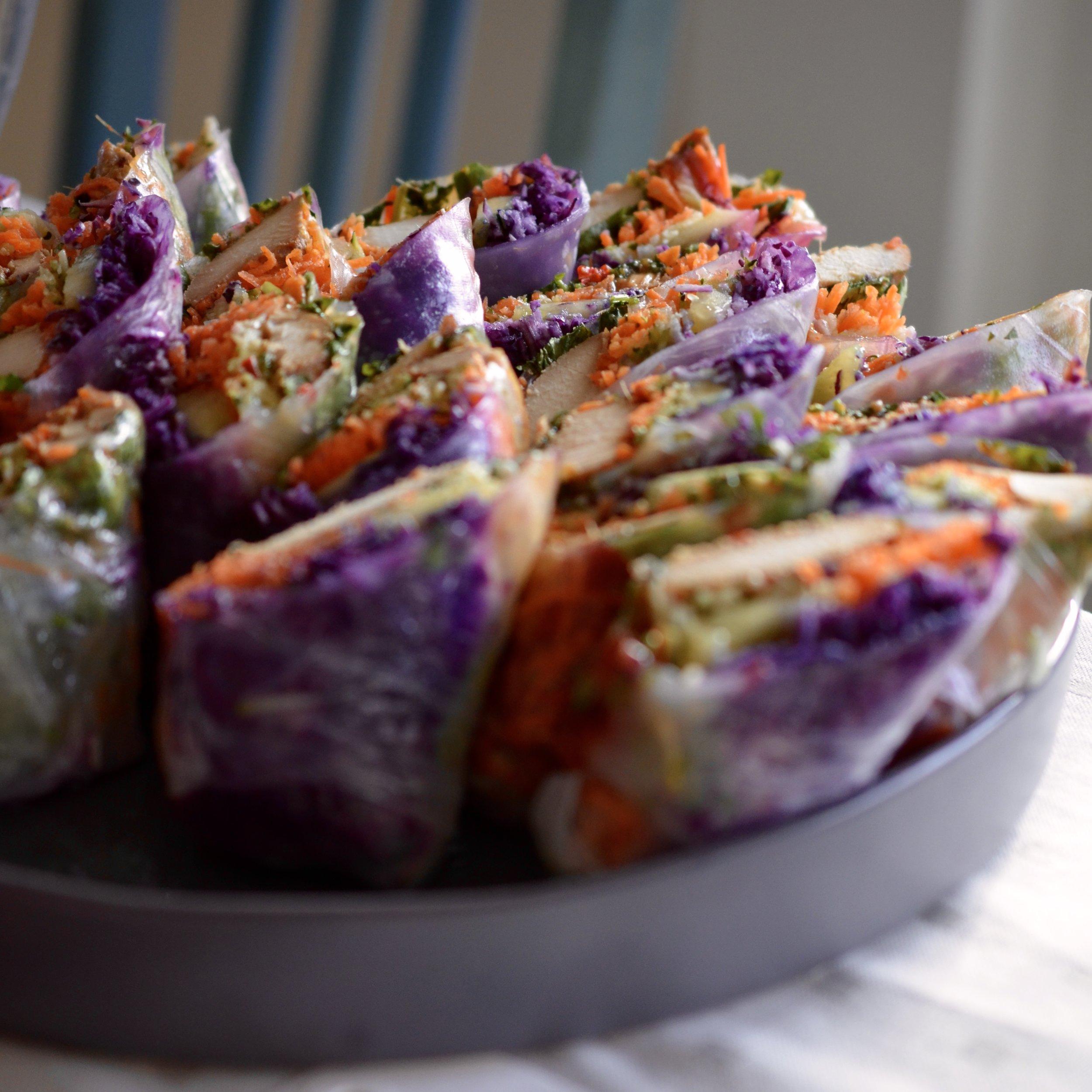 Hibiscus Dinners fingermat: friske vårullen med grønnsaker og marinert kylling