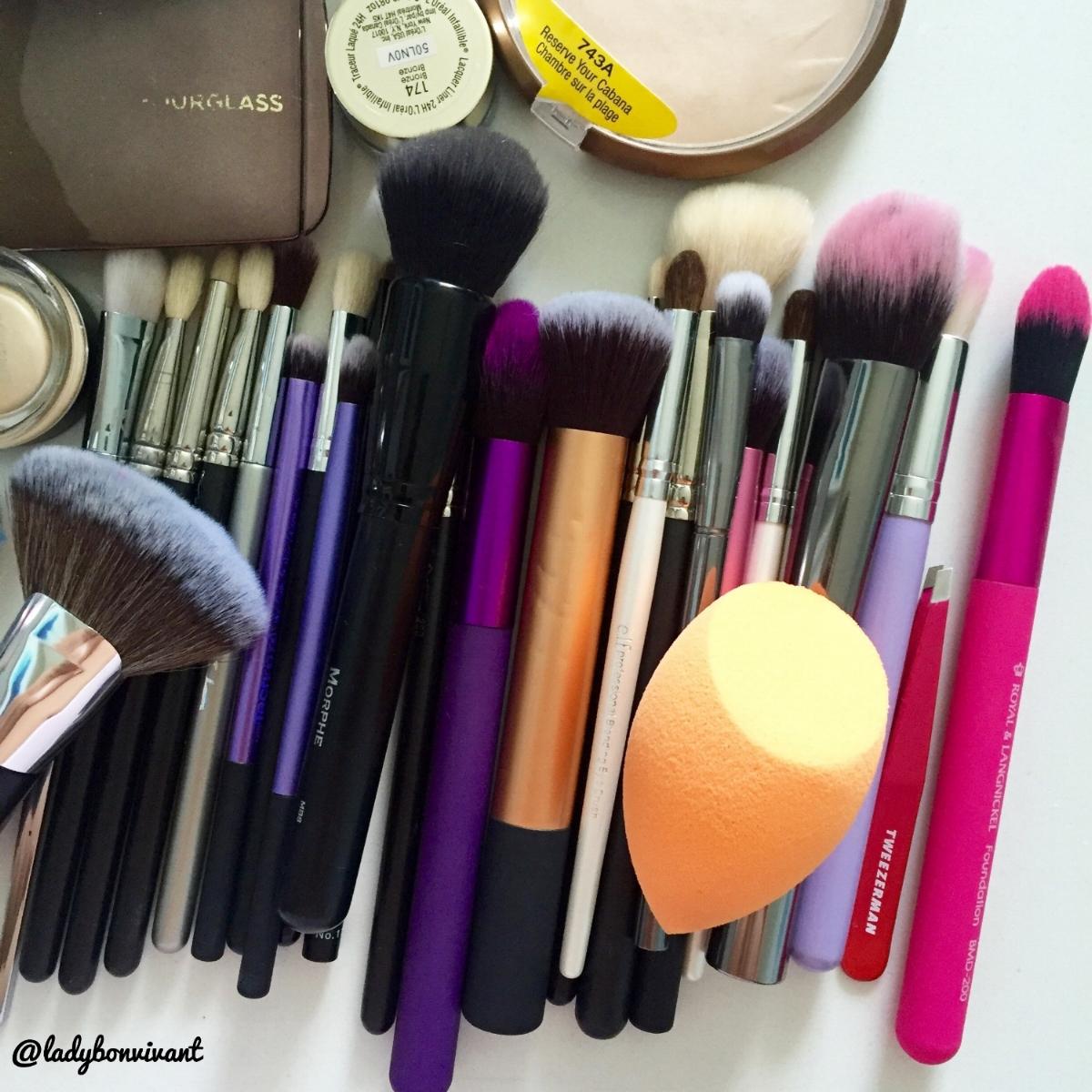 So many eyeshadow brushes...