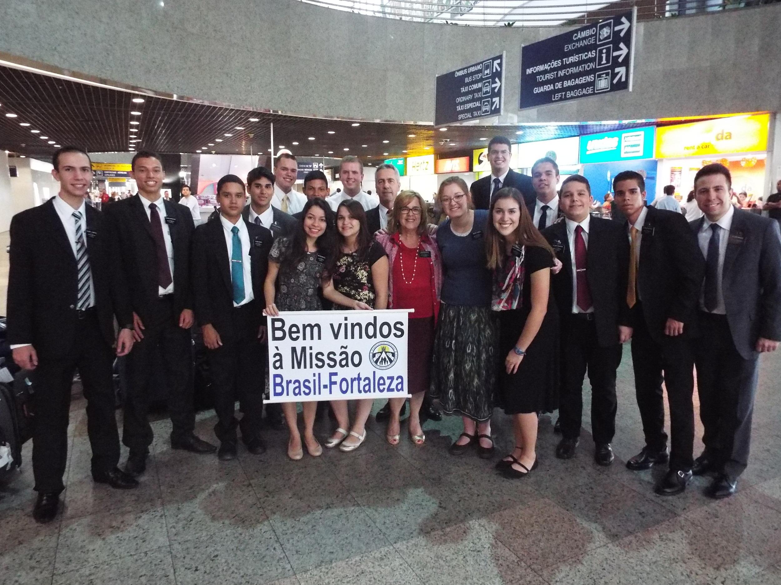 chegadas e saídas de missionários 12 e 13 our 2015 003.JPG