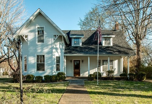 SOLD  4202 Old Hillsboro Rd | Historic Leiper's Fork $589,900